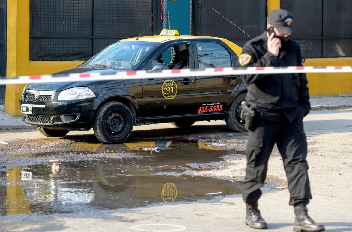 El taxi se encontraba estacionado al momento del ataque, y el hombre murió después.