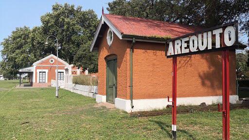 Arequito: quisieron escapar de la policía, chocaron un bicicletero y una planta