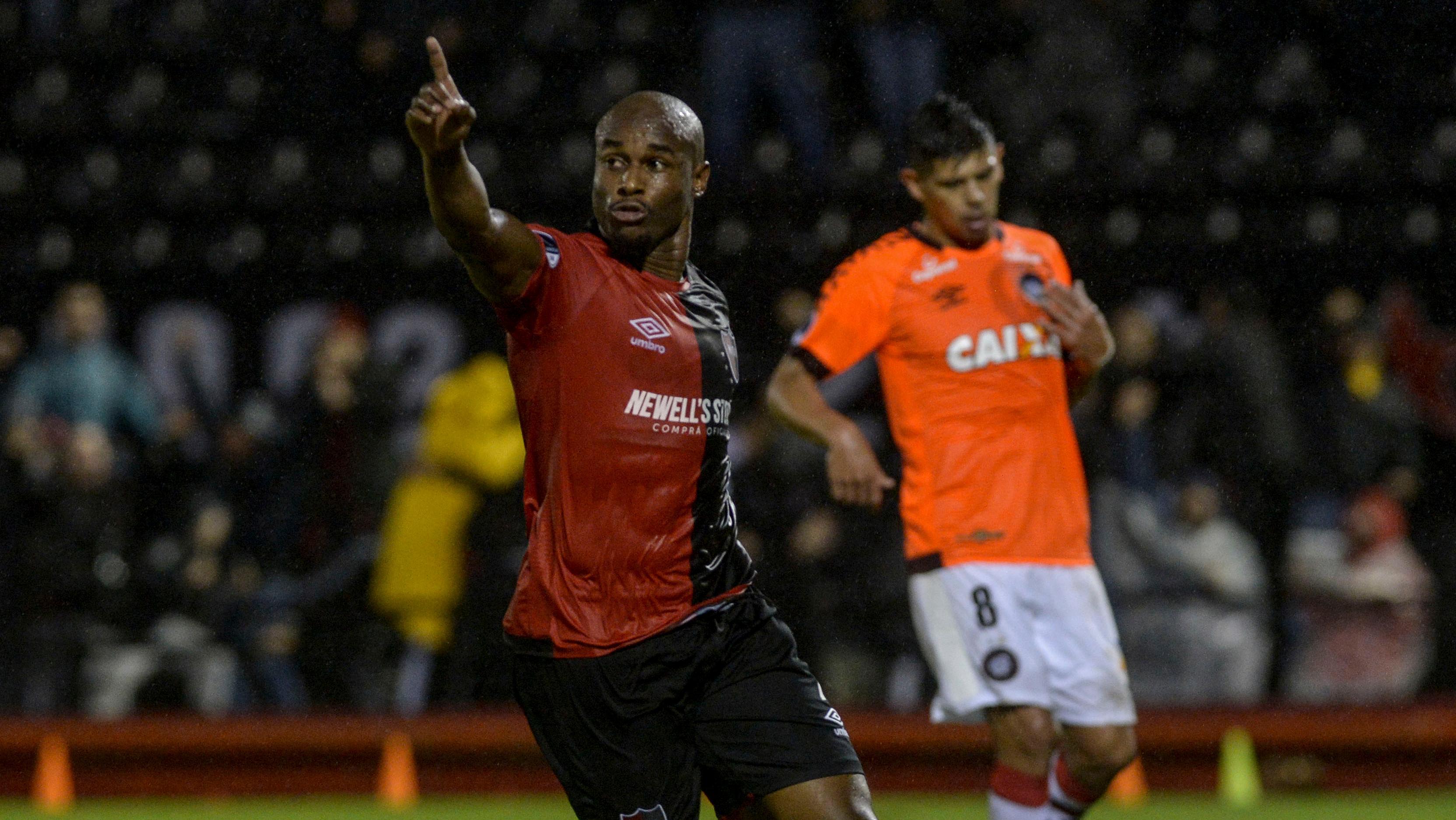Leal se irá a Tijuana luego de tres años de jugar en el plantel rojinegro.