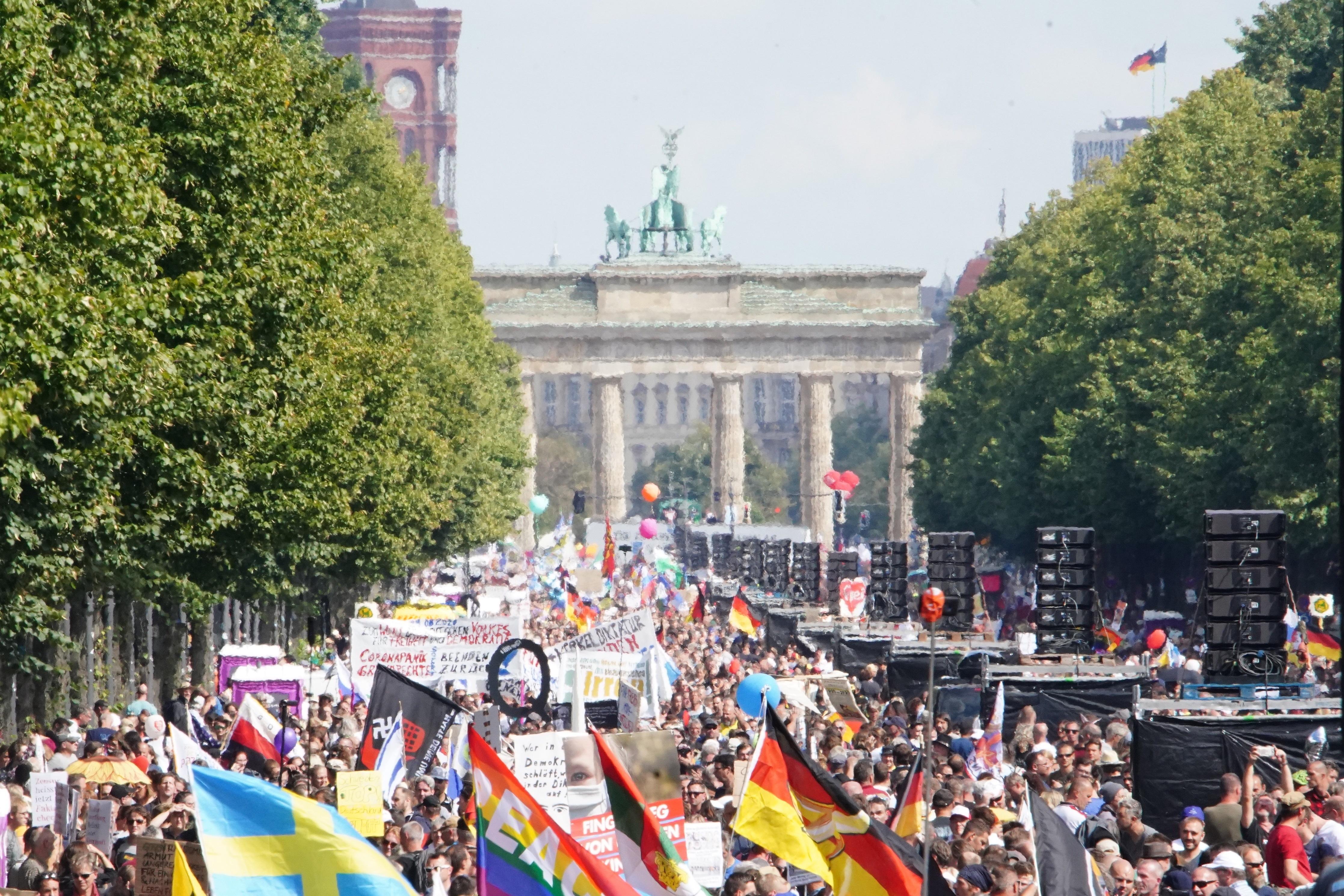 Alemania, uno de los países con más casos, tuvo una marcha anticuarentena este sábado.