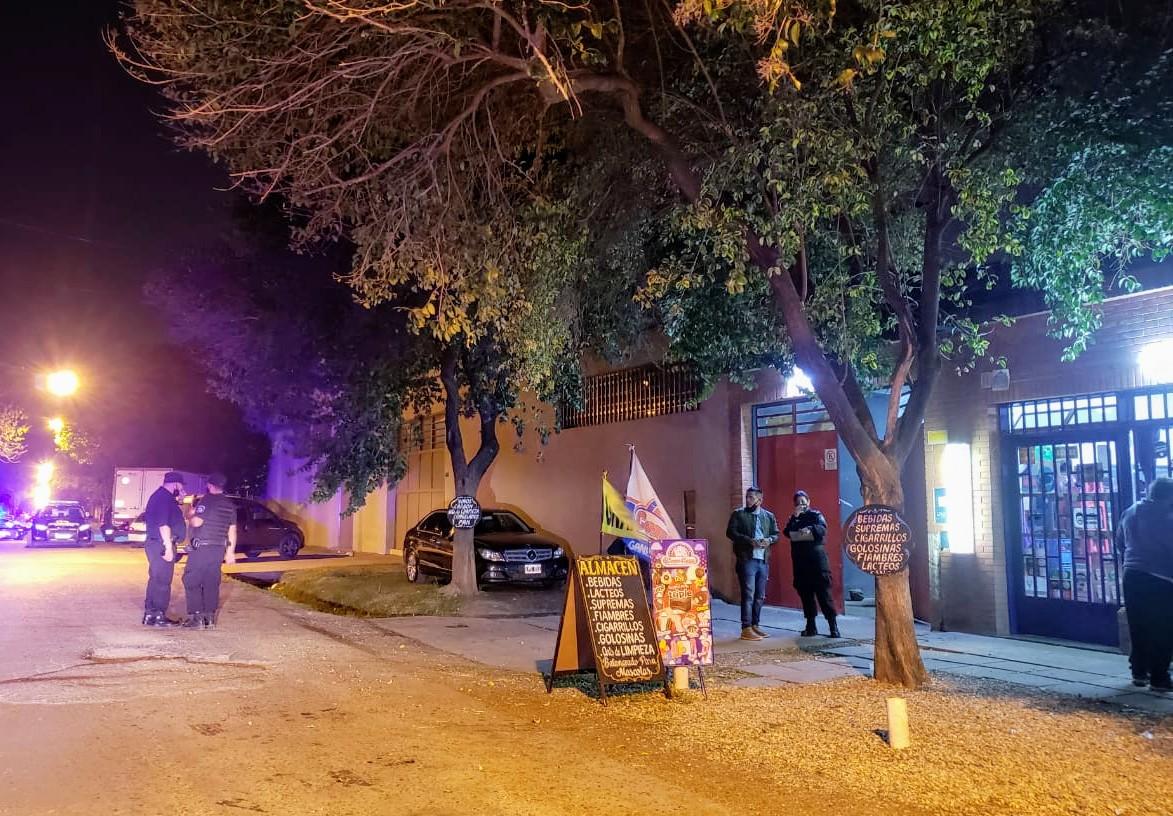 La escena de la balacera, este miércoles a la noche en barrio Belgrano.
