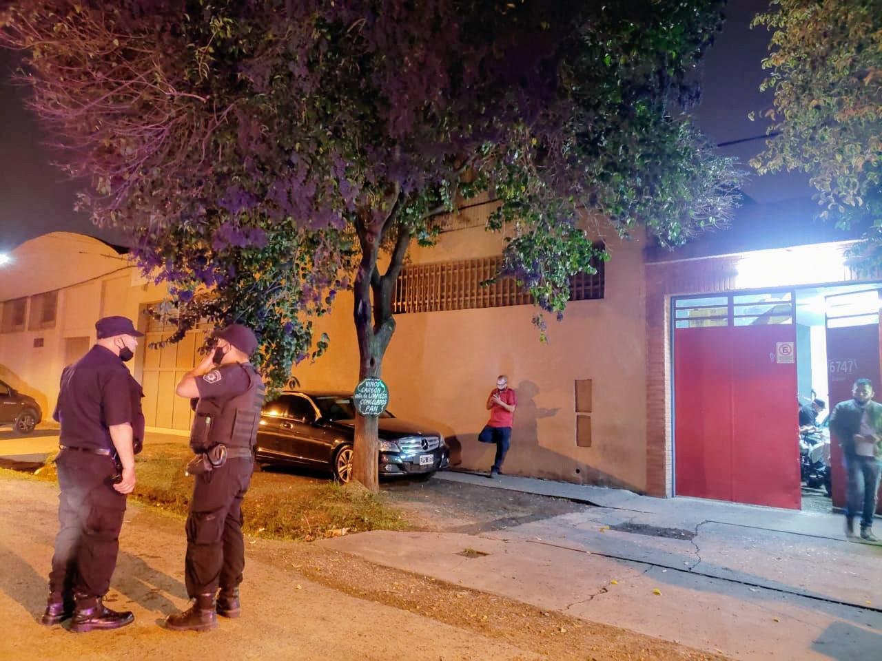Balacera a una concesionaria en Barrio Belgrano