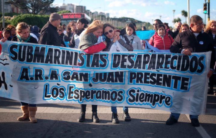 """Familiares de las víctimas afirman que el gobierno de Macri """"nunca quiso rescatar"""" a los 44 tripulantes."""