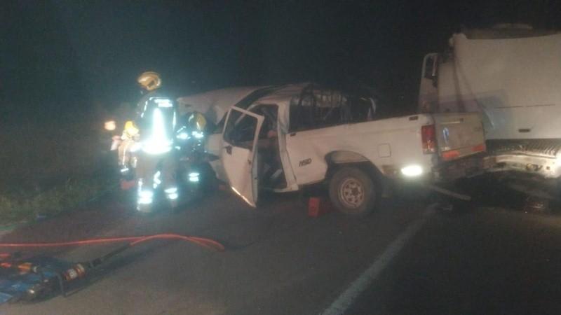 Así quedó la camioneta que conducía el hombre que perdió la vida. (Gentileza El Roldanense)
