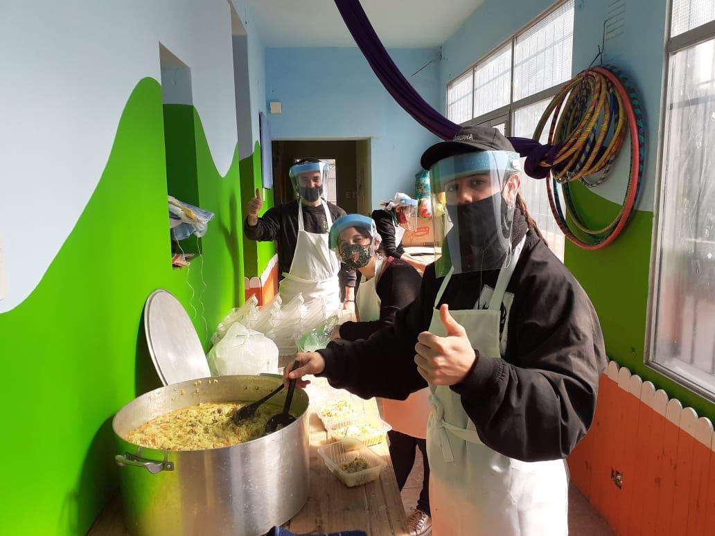 La cocina de las ollas populares en la Pocho con protocolo.