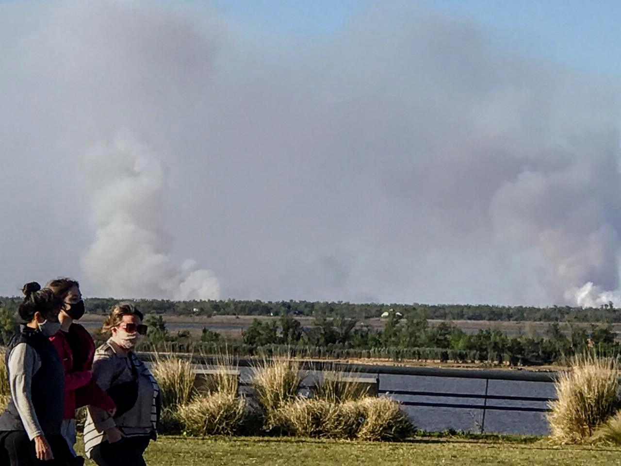 Mientras se debate la ley y expertos asesoran, las islas se siguen quemando.