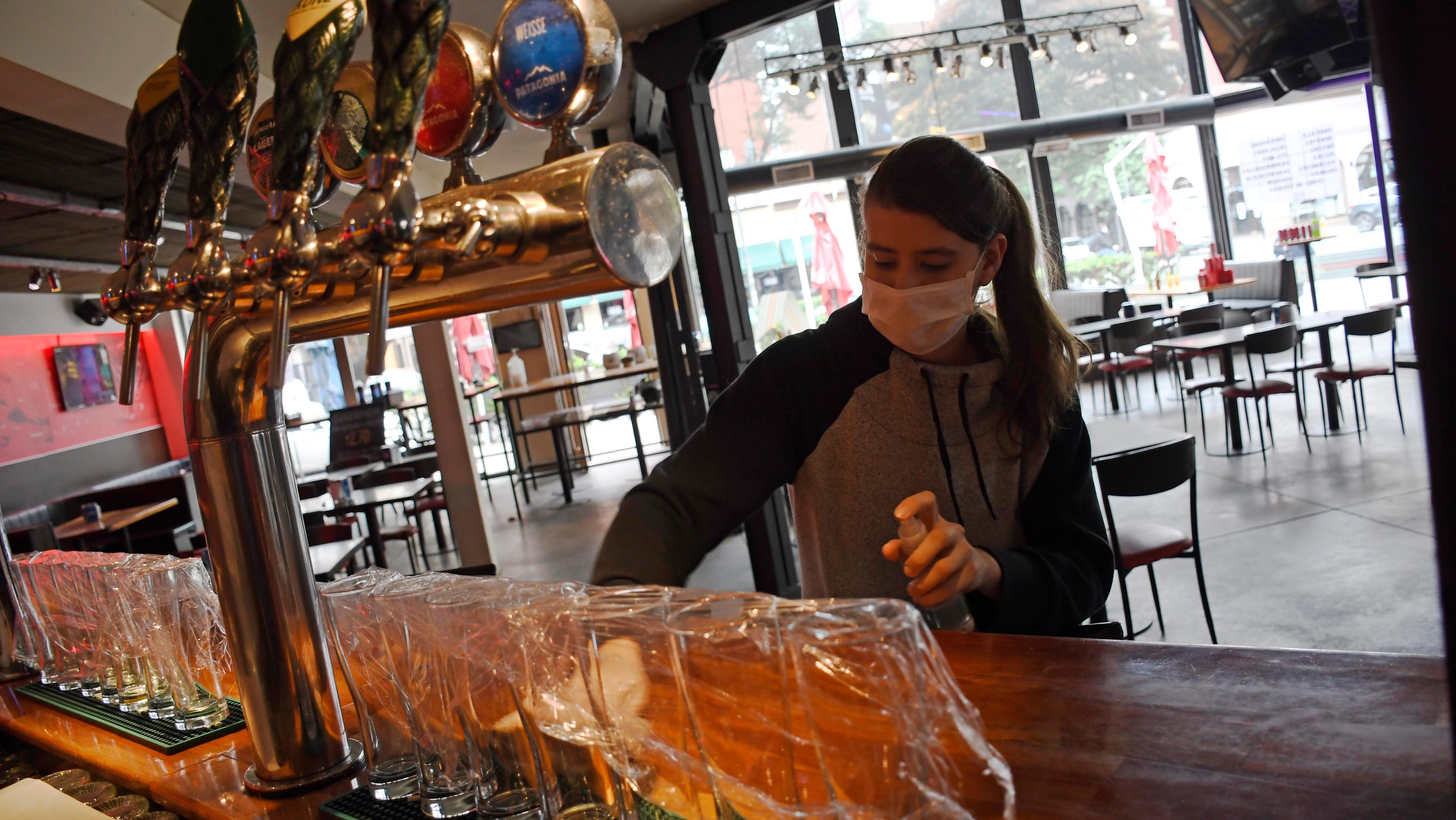 Los bares vuelven desde el sábado con restricciones bien marcadas.