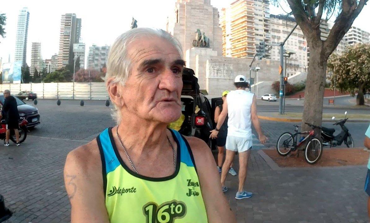 Ricardo Cifuentes anota cada kilómetro desde que empezó a correr hace 31 años.
