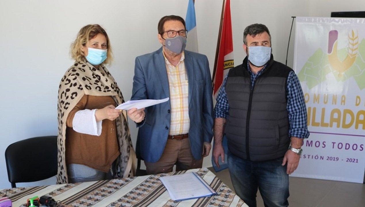 También hubo firma en Villada, junto a Janina Bernardi.