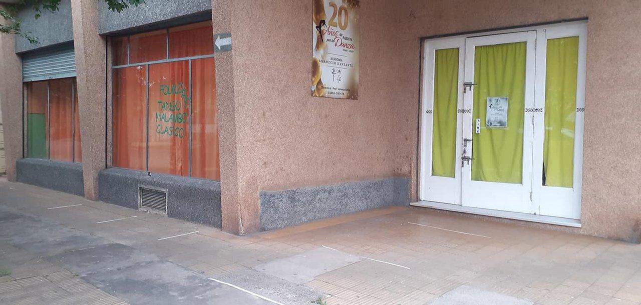 Luego de ocho meses, una academia de danza local reabre sus puertas