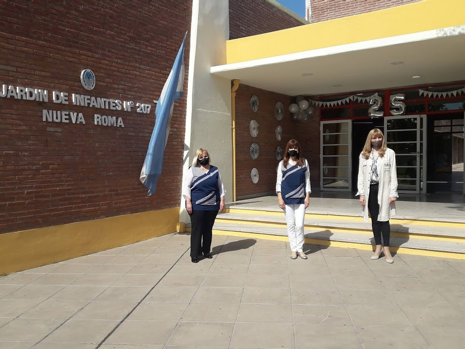 De izquierda a derecha: la vicedirectora Diez, la directora Galicia y la supervisora Tassi.