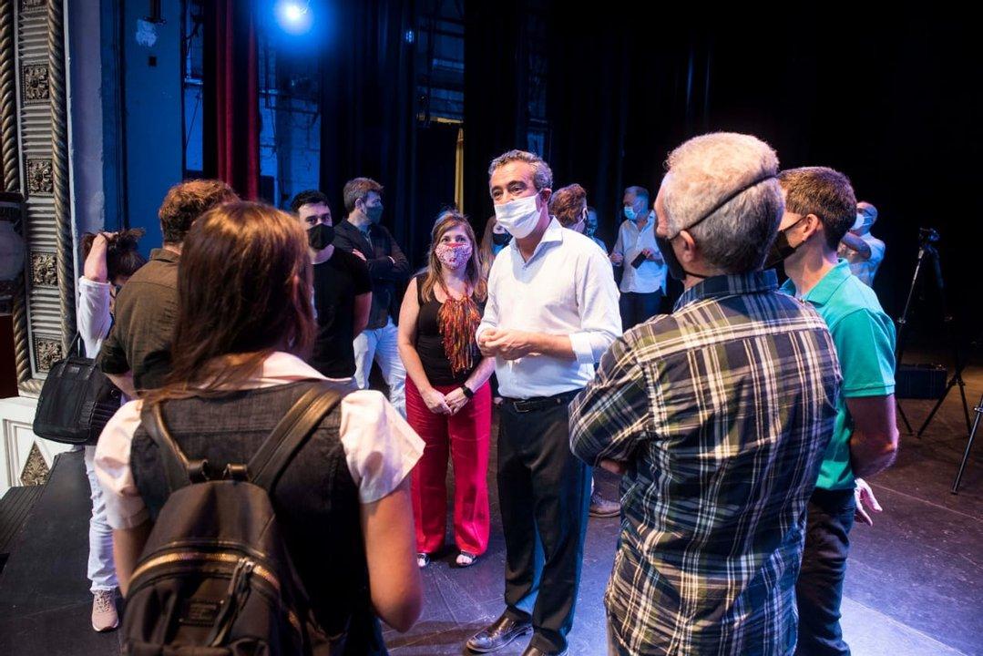 El intendente precisó los protocolos a seguir al personal del teatro este miércoles., de cara a la reapertura.