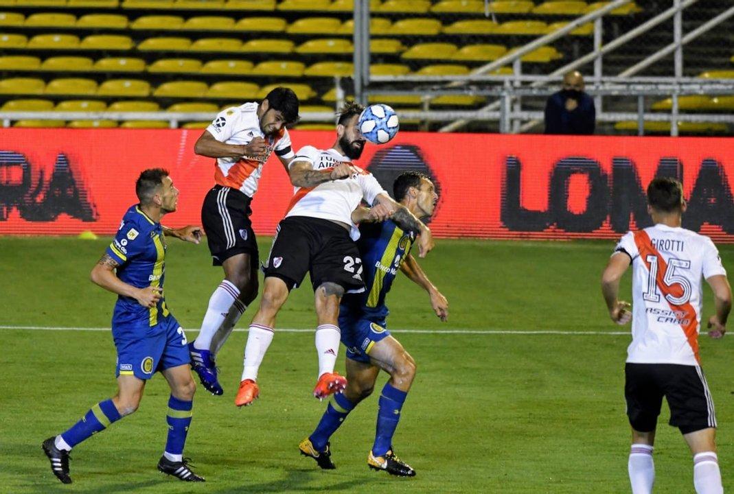 Cabezazo de Rojas para el 1 a 0. (foto Pool Argra)