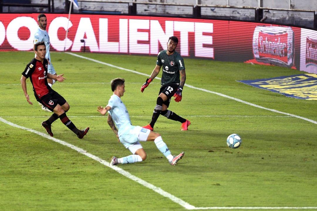 La ley del ex: Fértoli clavó dos goles en un par de minutos a su ex club. No lo festejó. (foto Pool Argra)