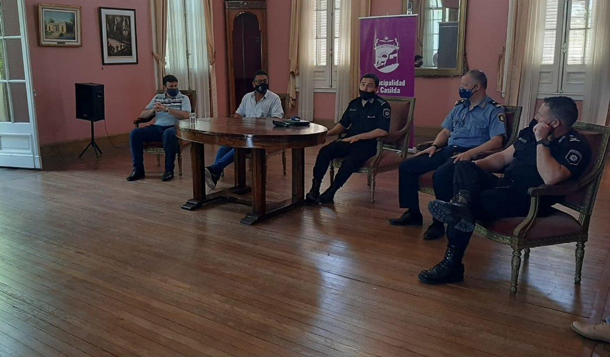 Director y Subdirector de la Policía local encabezaron la reunión.
