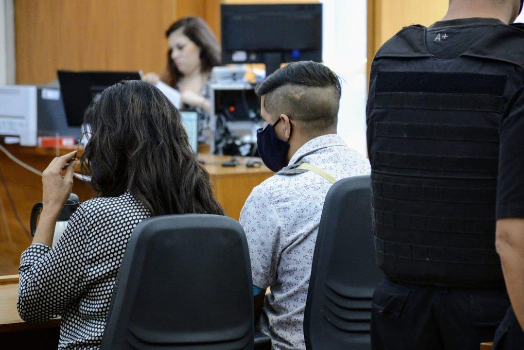 Uno de los acusados, durante la lectura de la sentencia. (Rosarioplus)