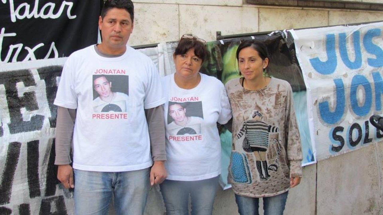 Los padres y la hermana de Jonatan Herrera, su clamor de justicia.